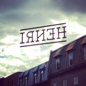 Logo dans la fenêtre du restaurant Henri St-Henri