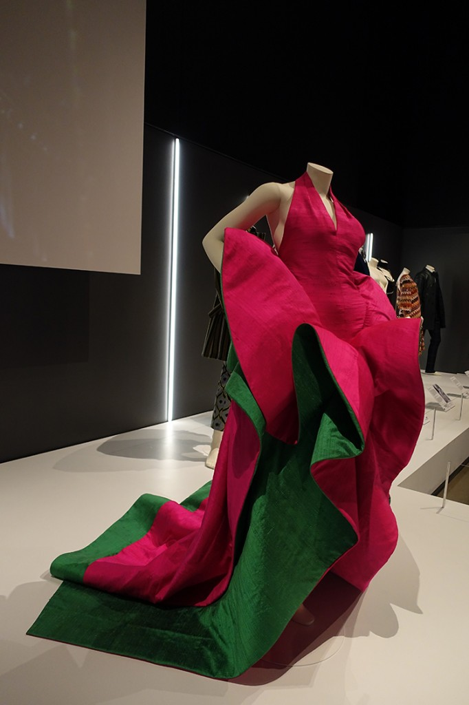 exposition eleganza : culte du créateur de mode