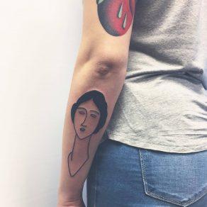 quelqu'un de tatoué